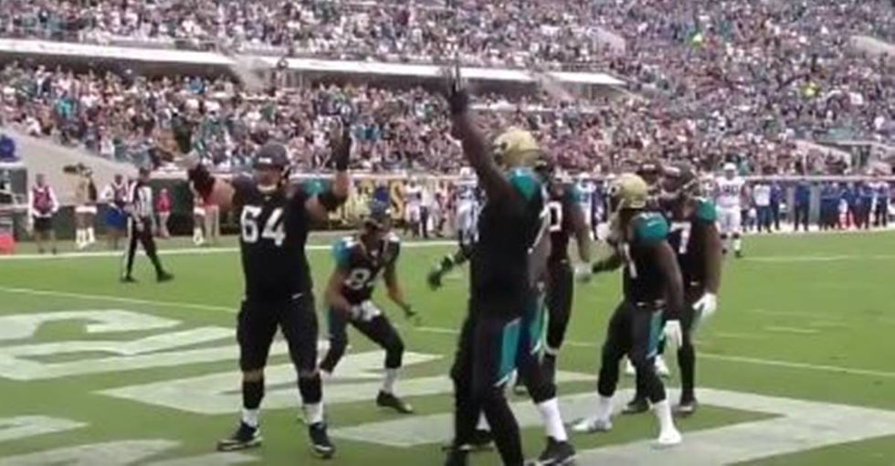 Leonard Fournette Shoots A Free Throw In The Jaguars' Epic Touchdown Celebration