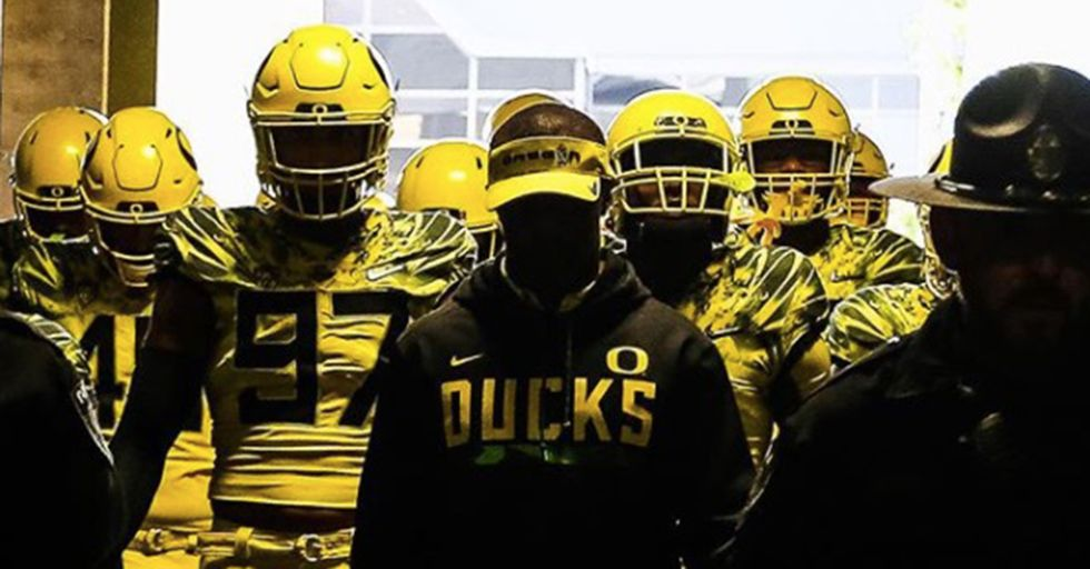 70 Oregon Football Players Banded Together To Keep Their New Coach From Being Fired