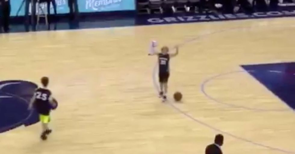 A Young Memphis Grizzlies Fan Made The Most Of His Halftime Performance On-Court