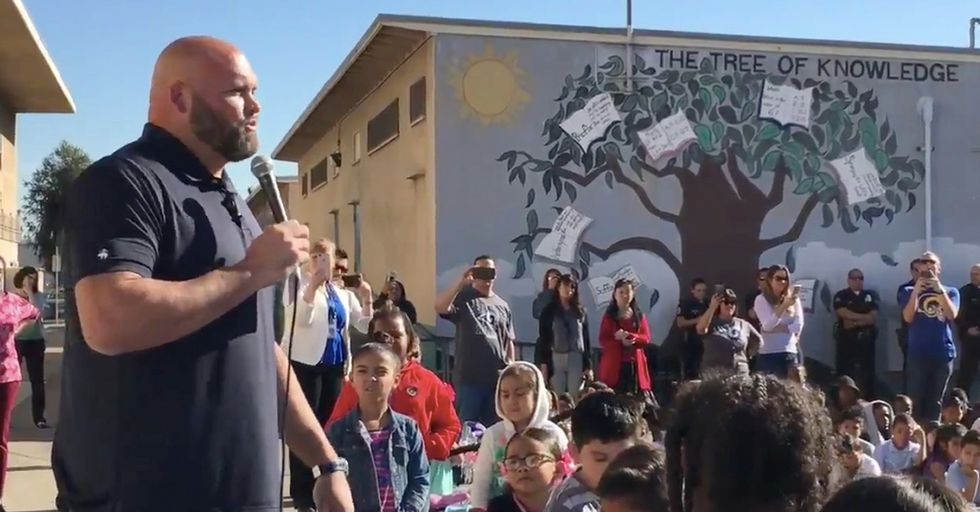 An L.A. Rams Player Gave An Amazing Holiday Gift To Hundreds Of Elementary School Kids