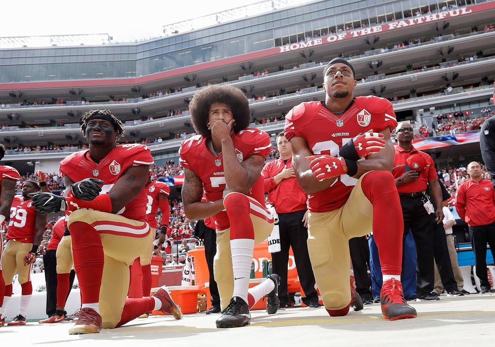 Former 49er Claims He's Being Blackballed After Kneeling With Kaepernick