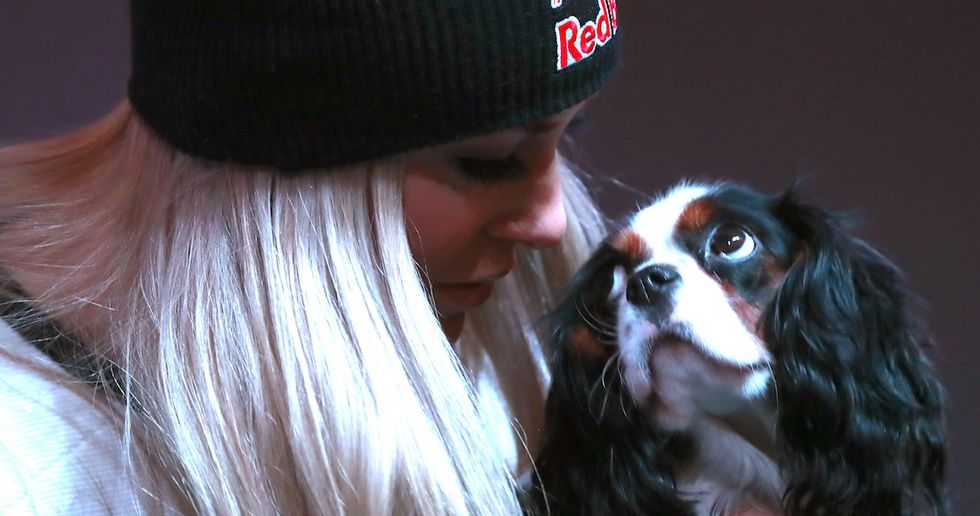 Lindsey Vonn And Her Dog Took Some Adorable Photos With Her Bronze Medal