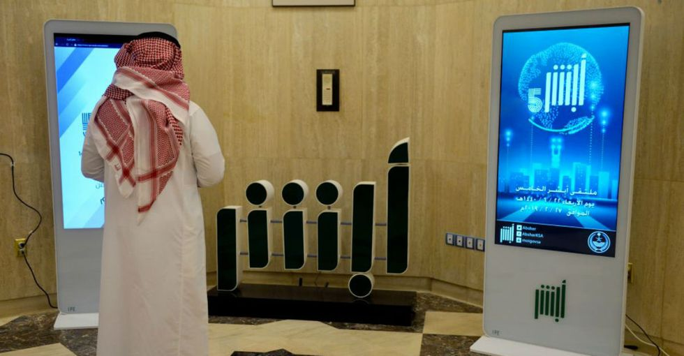 Saudi Arabia has an app for tracking women. Human rights groups are calling for Google and Apple to shut it down.