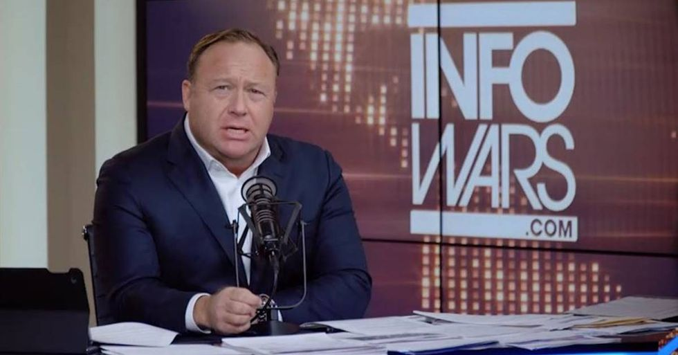 'Breitbart News' And 'Infowars' Under FBI Investigation For Ties To Russia