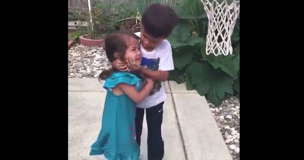 'World's greatest brother' shows younger sister how strong she is