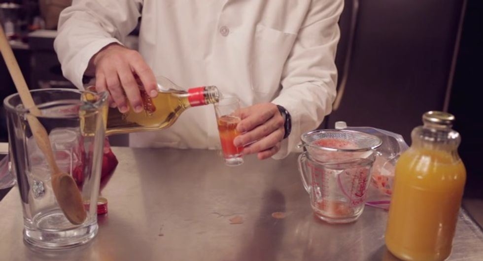 You Can Extract the DNA of a Strawberry by Making This Delicious Cocktail