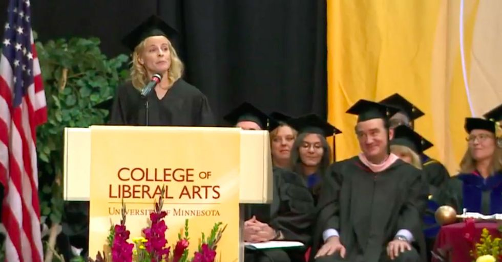 Comedian Surprises Graduation Audience By Giving A Student $5,000 During Her Speech