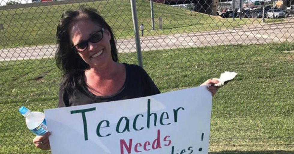 A Desperate Teacher Panhandled For School Supplies To Shame Her City For School Budget Cuts
