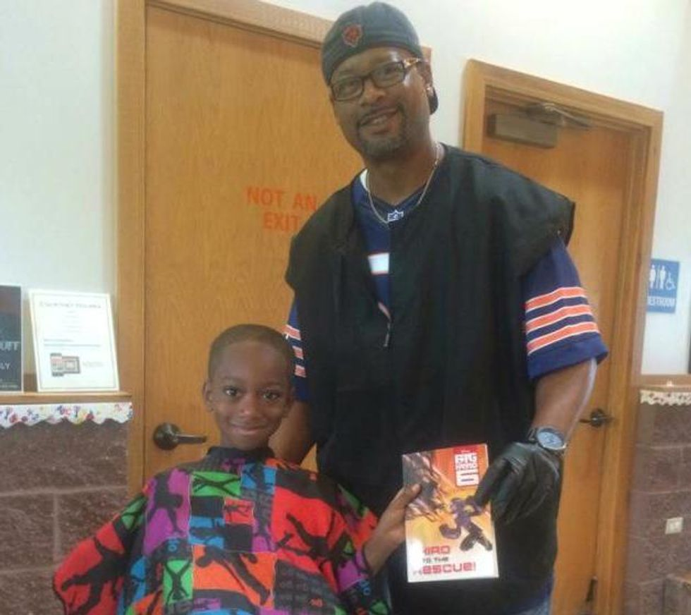 Best Barber Ever Gives Free Haircuts to Children Who Read to Him