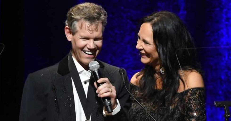 Randy Travis Stuns Audience With A Soulful Performance Of Amazing Grace