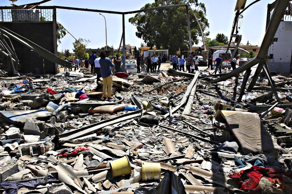 In Libia bombardano gli immigrati e sui missili c'è il timbro di Parigi