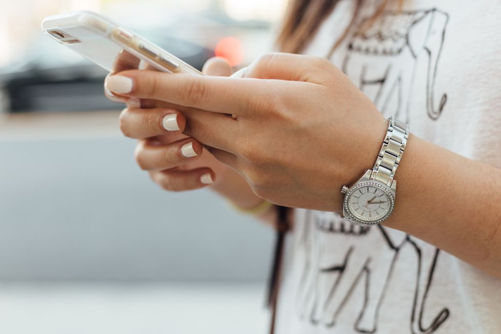 If You're Constantly Glued To Your Phone, A Social Media Cleanse Might Be Good For You