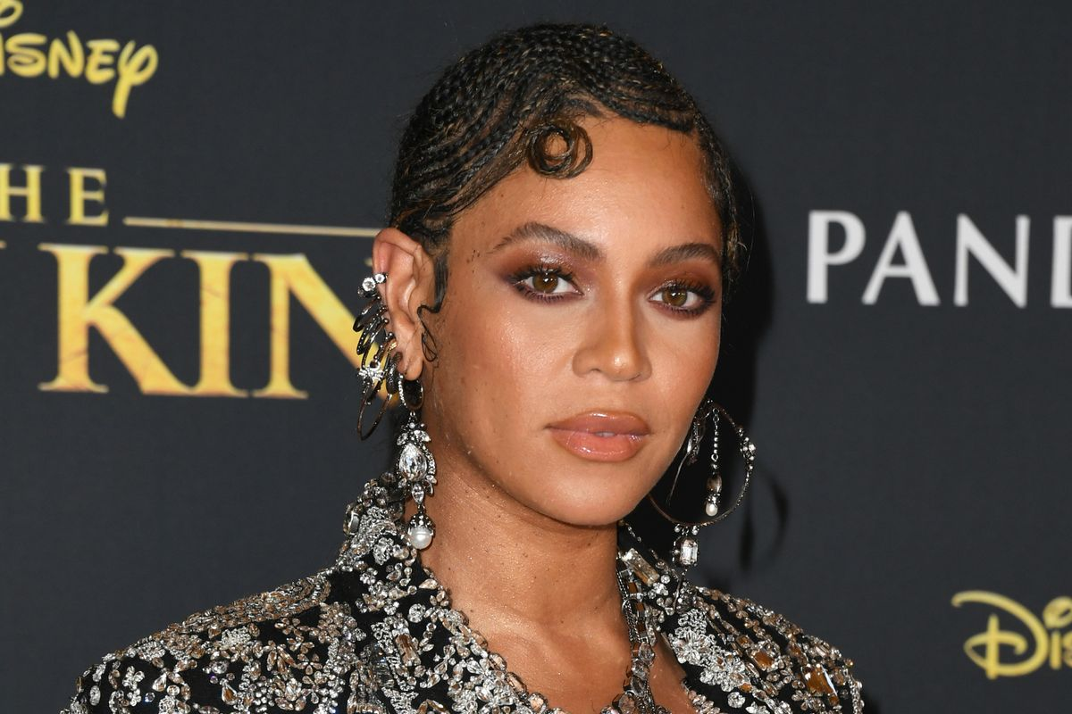 Beyoncé Sports Finger Wave Braids on the Red Carpet