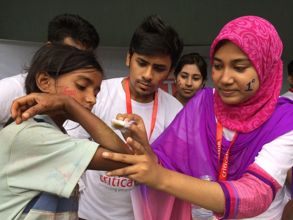 Turning Rubbernecking in Bangladesh into a Lifesaving Moment