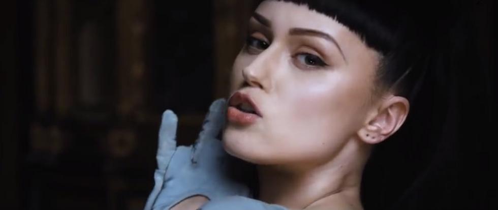 Bionic Beauty Viktoria Modesta Storms Onto the Pop Scene