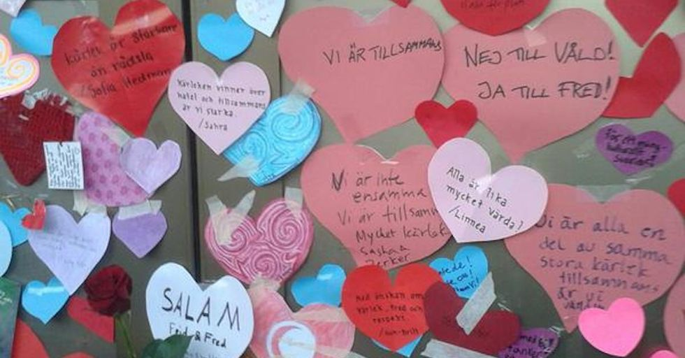 This Is What It Looks Like to Love-Bomb a Mosque