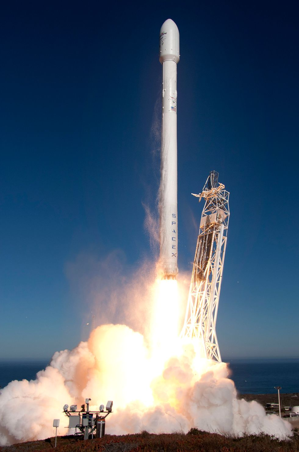 Space X Will Attempt to Launch the First Reusable Rocket Tomorrow