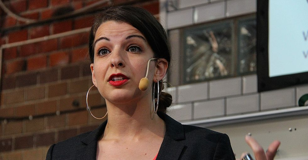 Anita Sarkeesian Recieved 157 Violent Messages on Twitter This Week