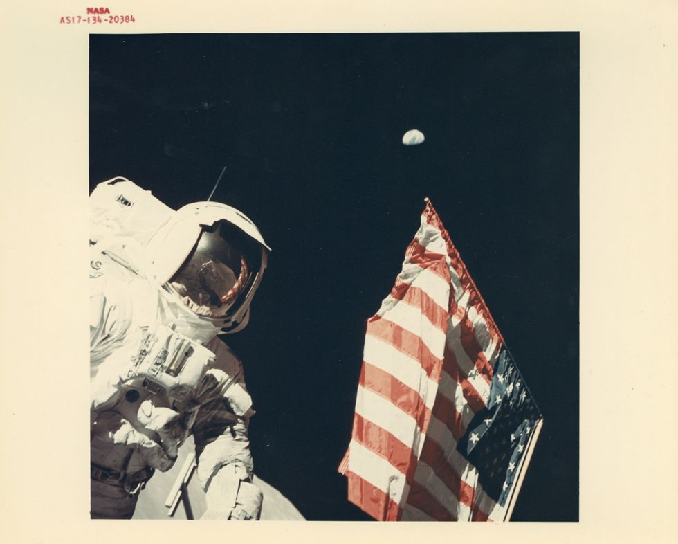 Major NASA Photography Auction Features World's First Space Selfie