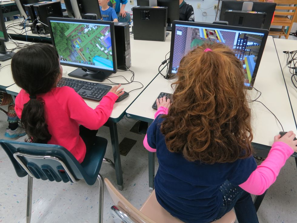 Teaching Your Kid to Read? Let Her Play Minecraft
