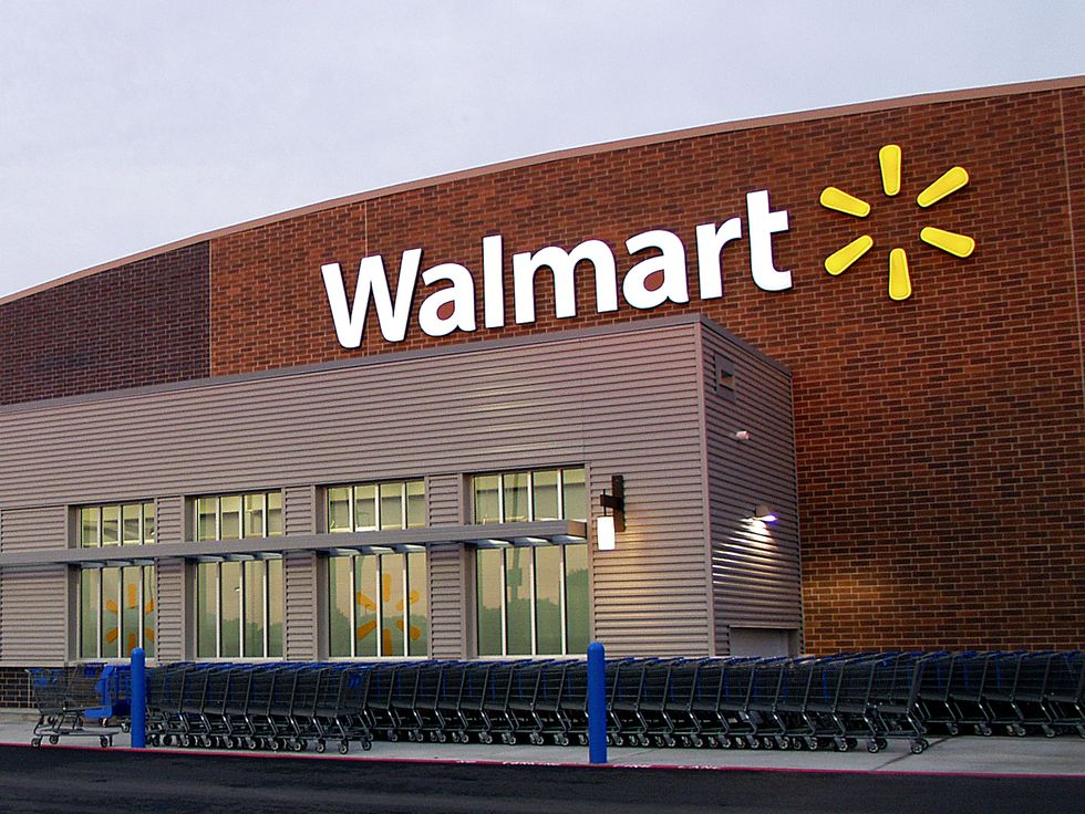 Walmart Raises Wages to $9 an hour for 40 Percent of Its Employees