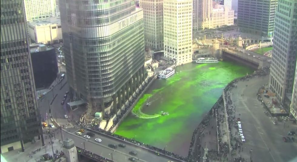 Mesmerize Yourself With This Time-lapse Video of the Chicago River Going Green for St. Patrick's Day