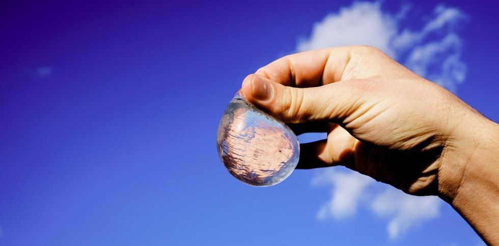 Edible Water Blobs Make For Eco-Friendly Hydration