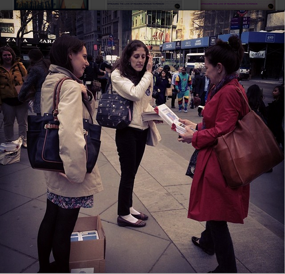 Here'sWhat Happens When You Hand Out Books to Strangers