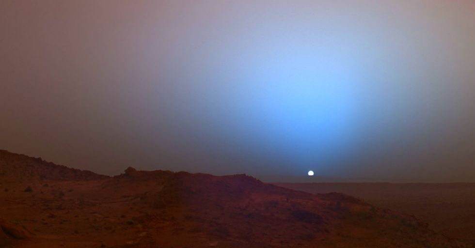 Spectacular New Footage Reveals The Red Planet's Blue Sunset