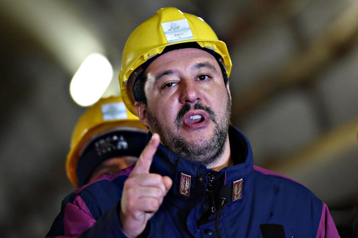 Lega e M5s, lite pure sull'Italia in tilt. Salvini: «Inaccettabili i no sulla Tav»