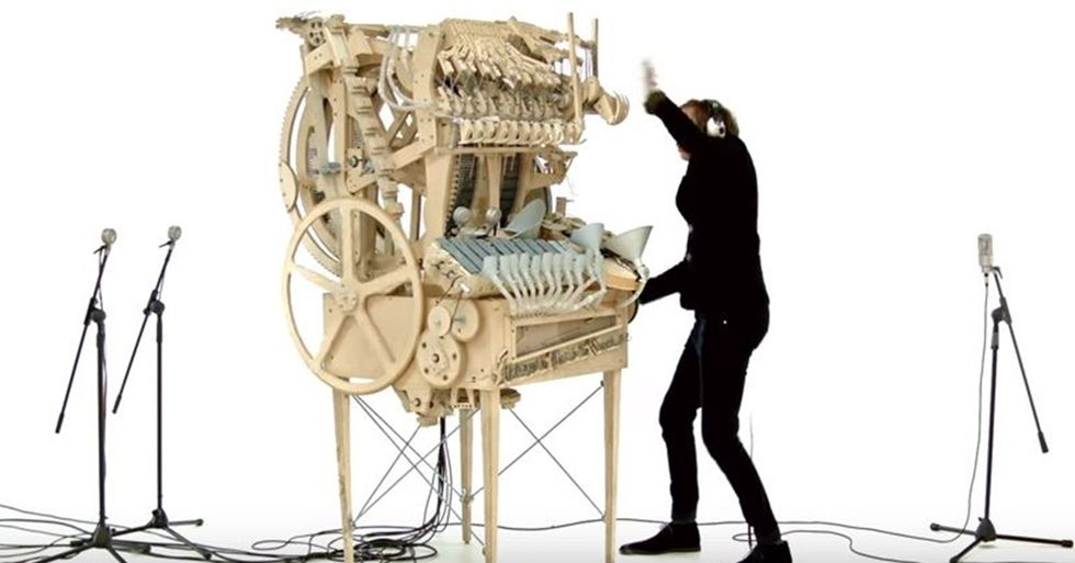 Musician Creates a Music Machine That Uses 2,000 Marbles