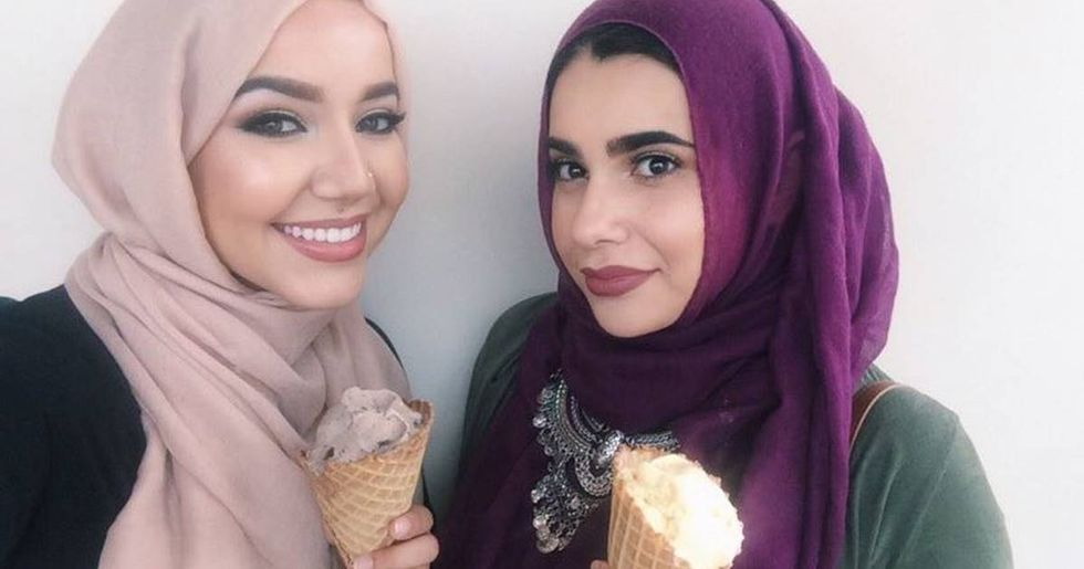 Women Stand Up To Angry Islamophobe At A California Ice Cream Shop