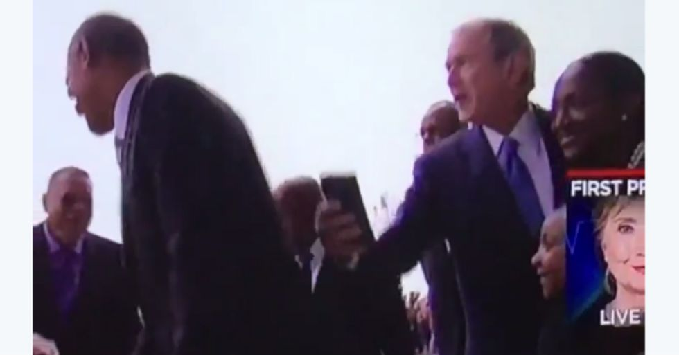 George Bush Hilariously Hits Up Obama For Help With A Selfie