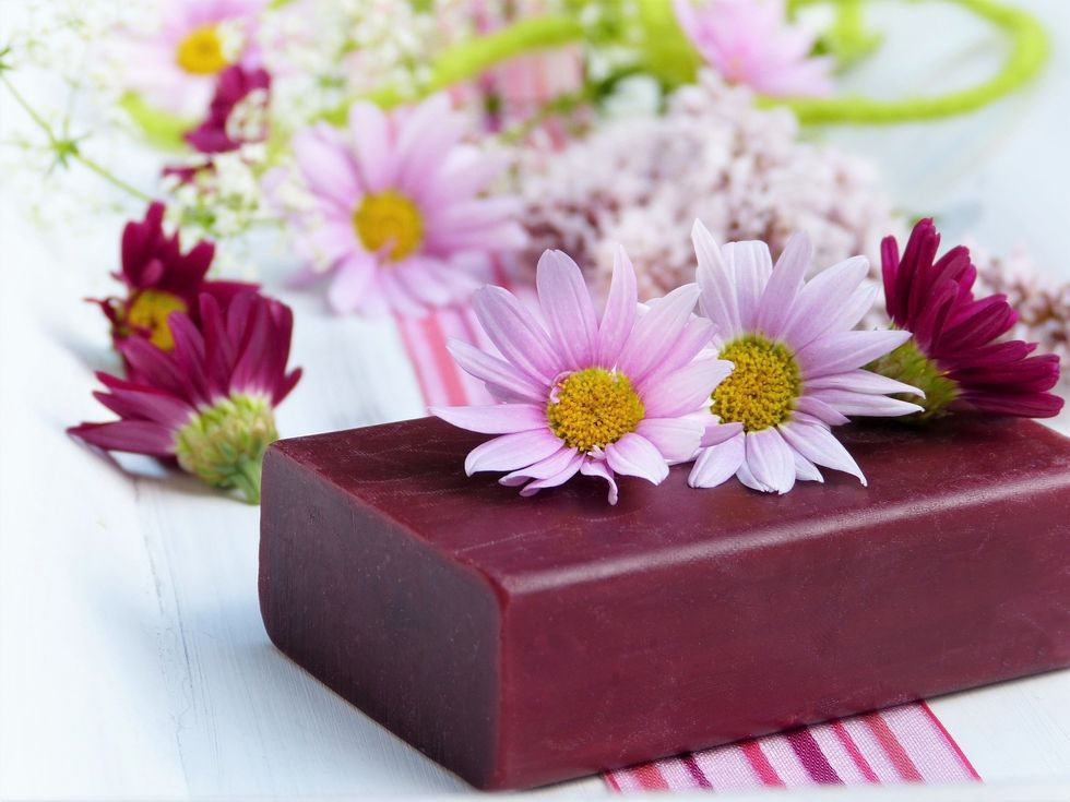 https://pixabay.com/photos/soap-flowers-daisies-flower-4020270/