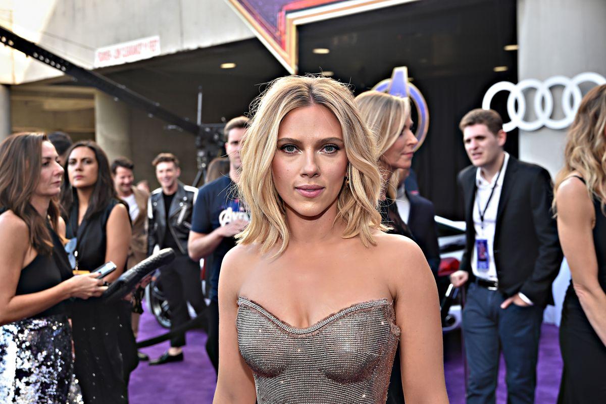 Scarlett Johansson sfida gli attivisti Lgbt. E loro la linciano