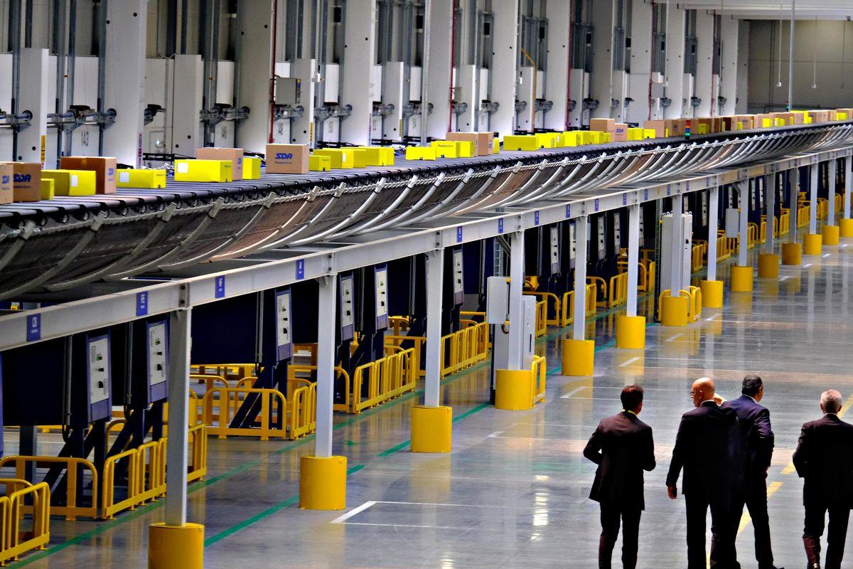 Poste apre il più grande hub in Italia. Spedirà 250.000 pacchi al giorno