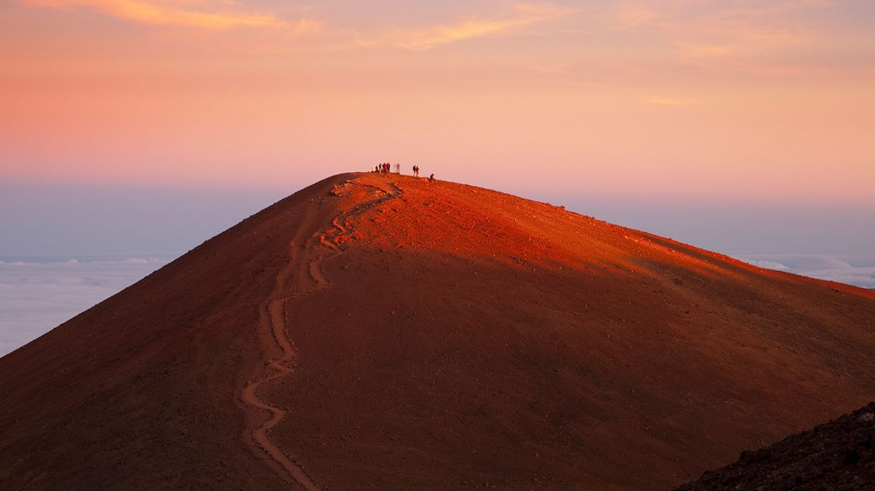 33 Native Hawaiians Arrested Protecting Sacred Mountain From Giant Telescope