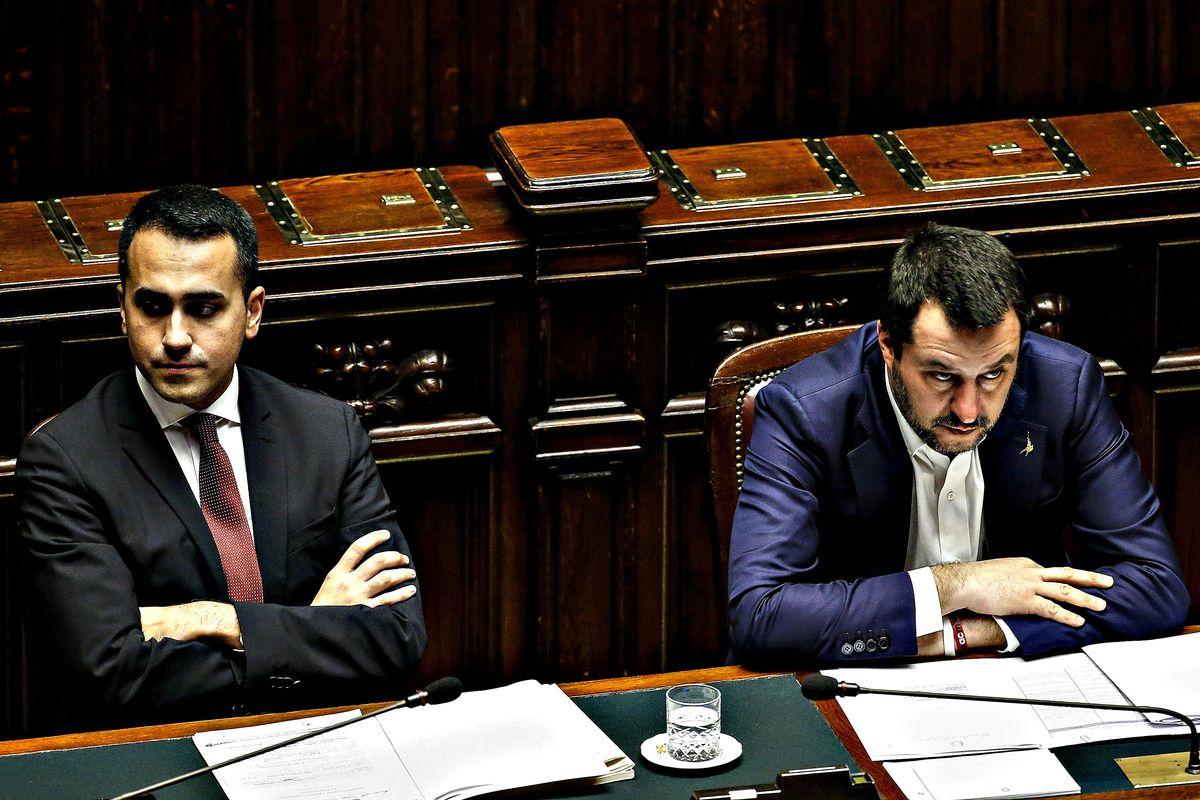 Conte apre le danze. E Salvini e Di Maio se le danno davvero