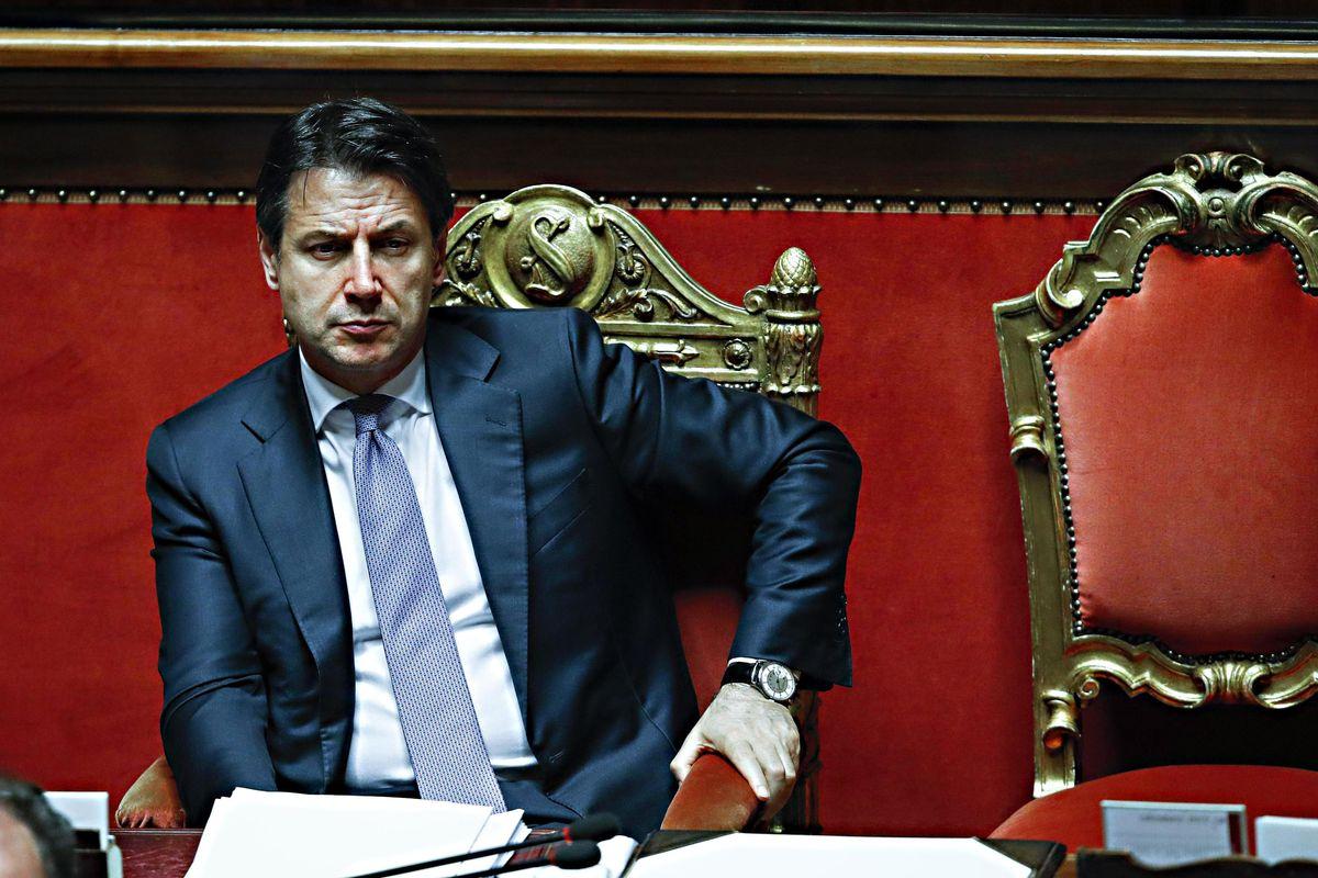 Conte si salva da Salvini ma non dai grillini