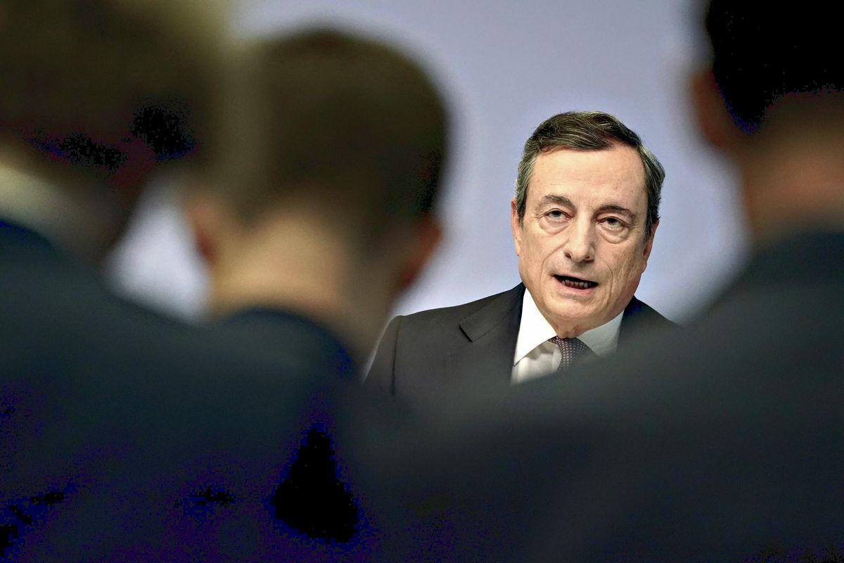 Draghi impone la linea alla Lagarde. Meno austerity, più investimenti