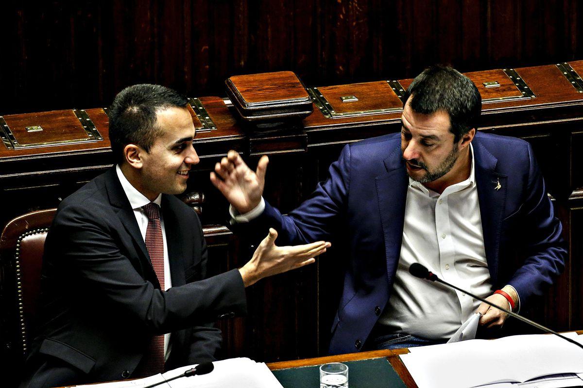 Salvini e Di Maio firmano la tregua per sventare il ribaltone del Colle