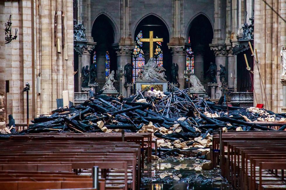 Notre Dame interno dopo incendio