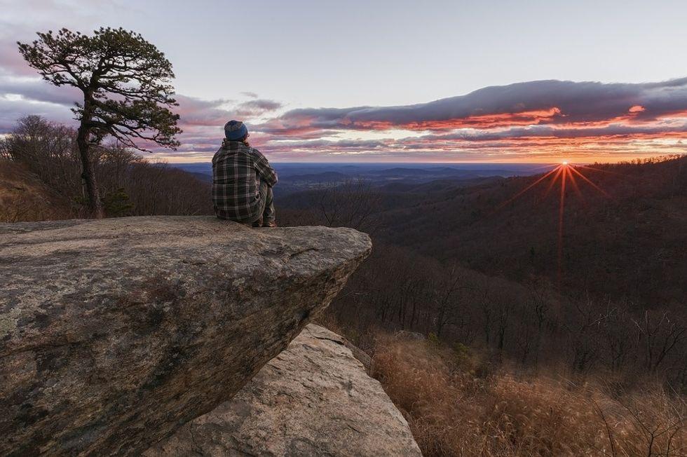 https://pixabay.com/photos/sunrise-dawn-morning-hiker-2624402/