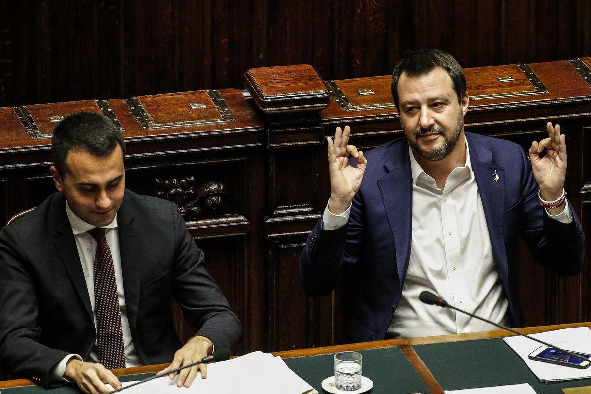 È crisi, Salvini vuol votare in ottobre
