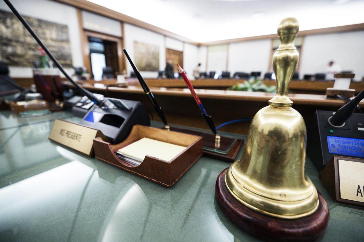 Via subito la legge insana sulla carriera dei magistrati
