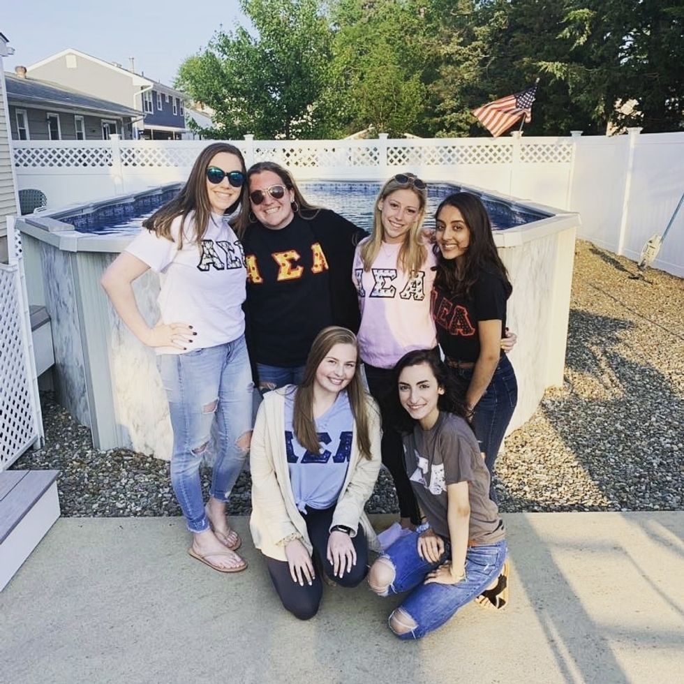 7 Helpful Tips For Girls About To Rush A Sorority