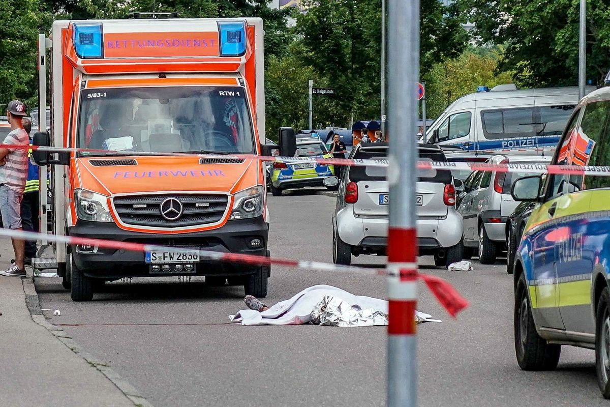 Siriano squarta un tedesco a Stoccarda con una katana