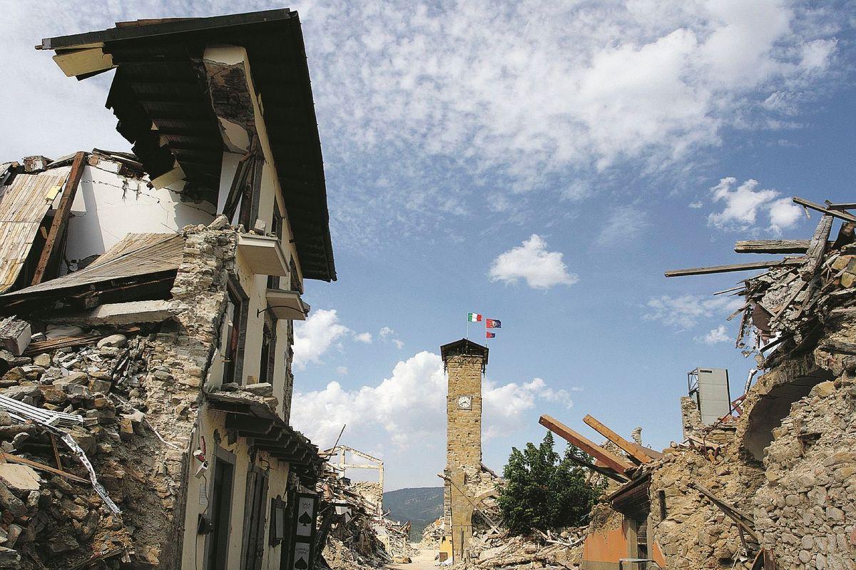 Terremoto, tre anni dopo: «Ci hanno abbandonati»
