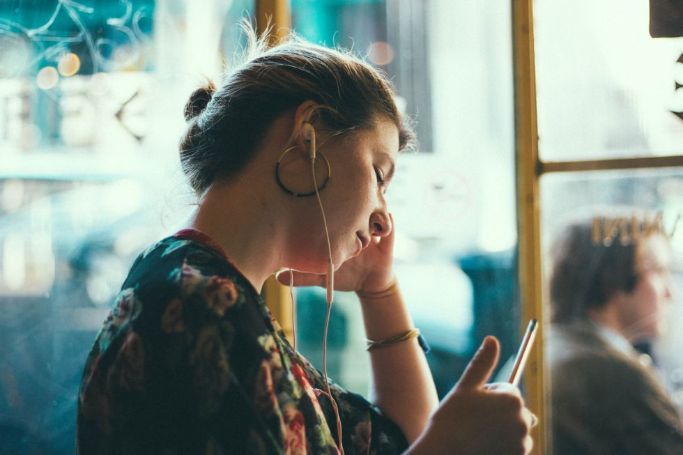 6 Podcasts Every College Girl Needs To Listen To As She Treks Across Campus To Class In The Morning