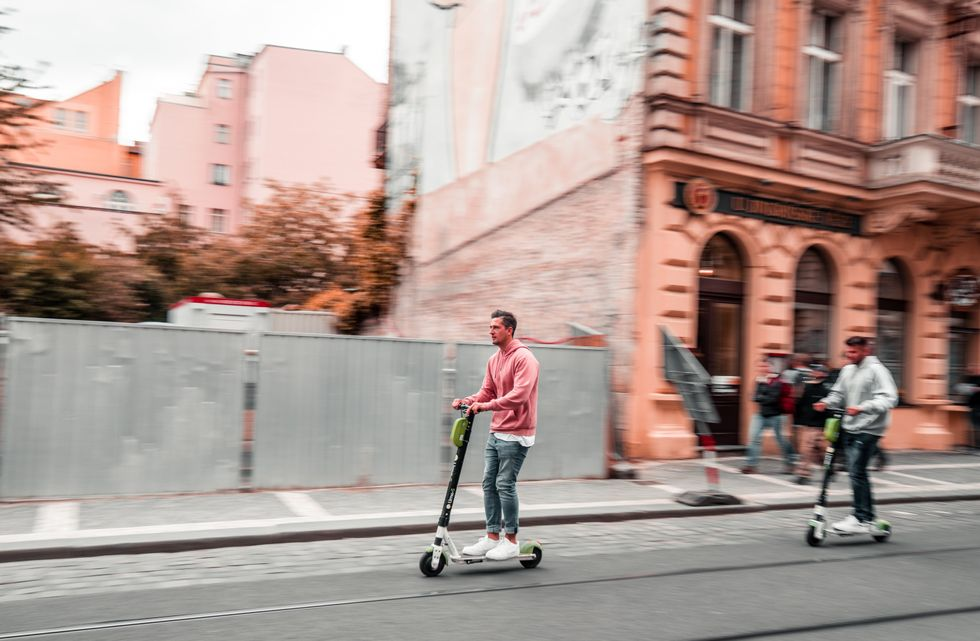 5 Safety Tips While Riding Electric Scooters in a Big City